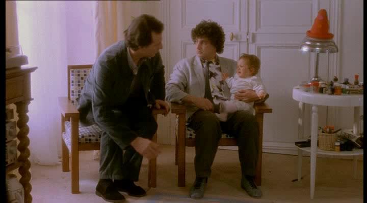 Трое мужчин и младенец в люльке - 3 hommes et un couffin