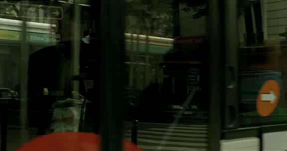 Полет красного надувного шарика - Voyage du ballon rouge, Le