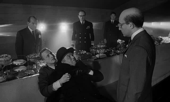Доктор Стрейнджлав, или Как я научился не волноваться и полюбил атомную бомбу - Dr. Strangelove or: How I Learned to Stop Worrying and Love the Bomb