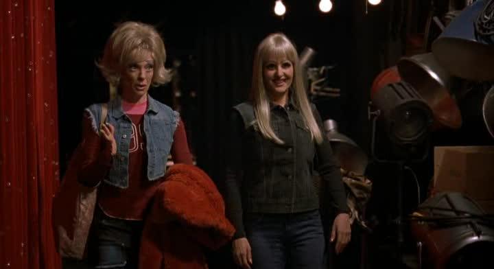 В шоу только девушки - Connie and Carla