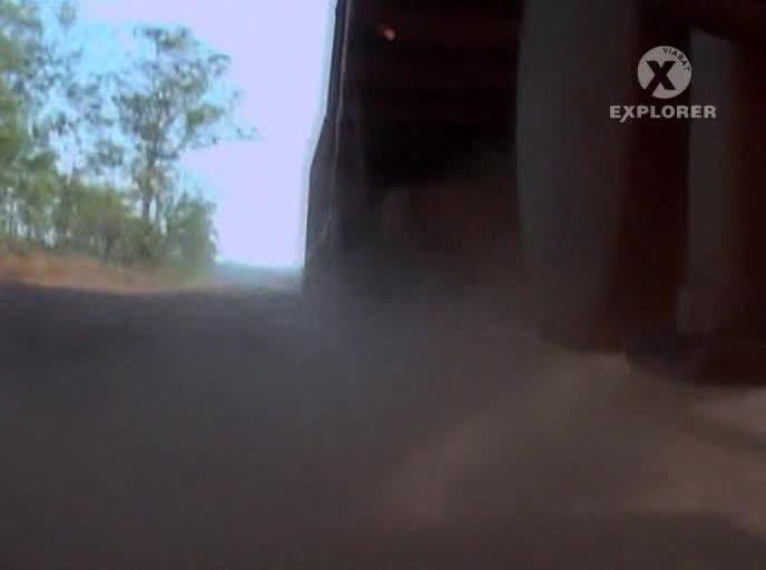 Австралийские дорожные поезда - One False Move: Road Trains
