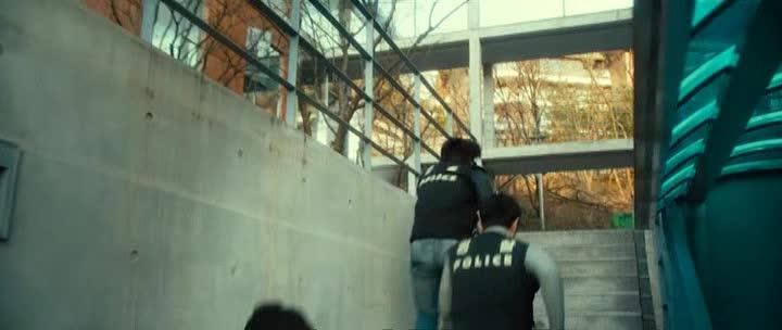 Полицейский на подиуме - Runway Cop